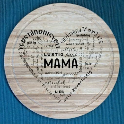Herz aus Text Mama - Schneidebrett aus Bambus, 30 cm