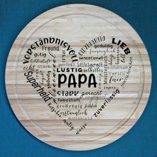 Herz aus Text Papa - Schneidebrett aus Bambus, 30 cm