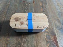 Brotdose aus Bambus graviert mit Pusteblumen und Text