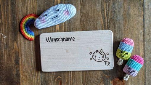 Frühstücksbrettchen / Kinderbrett aus Holz / Sternzeichen Jungfrau / graviert und personalisiert