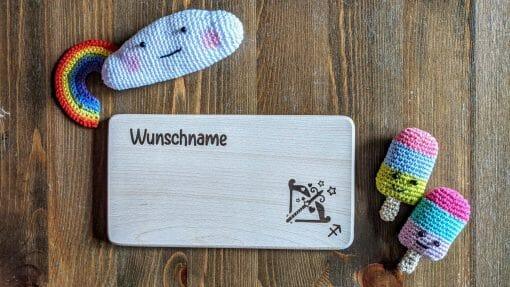 Frühstücksbrettchen / Kinderbrett aus Holz / Sternzeichen Schütze / graviert und personalisiert
