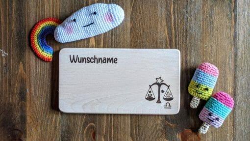 Frühstücksbrettchen / Kinderbrett aus Holz / Sternzeichen Waage/ graviert und personalisiert