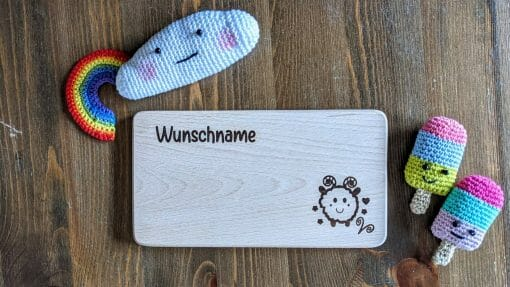 Frühstücksbrettchen / Kinderbrett aus Holz / Sternzeichen Widder / graviert und personalisiert